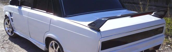 Автомобиль ВАЗ 2105 с тонировкой