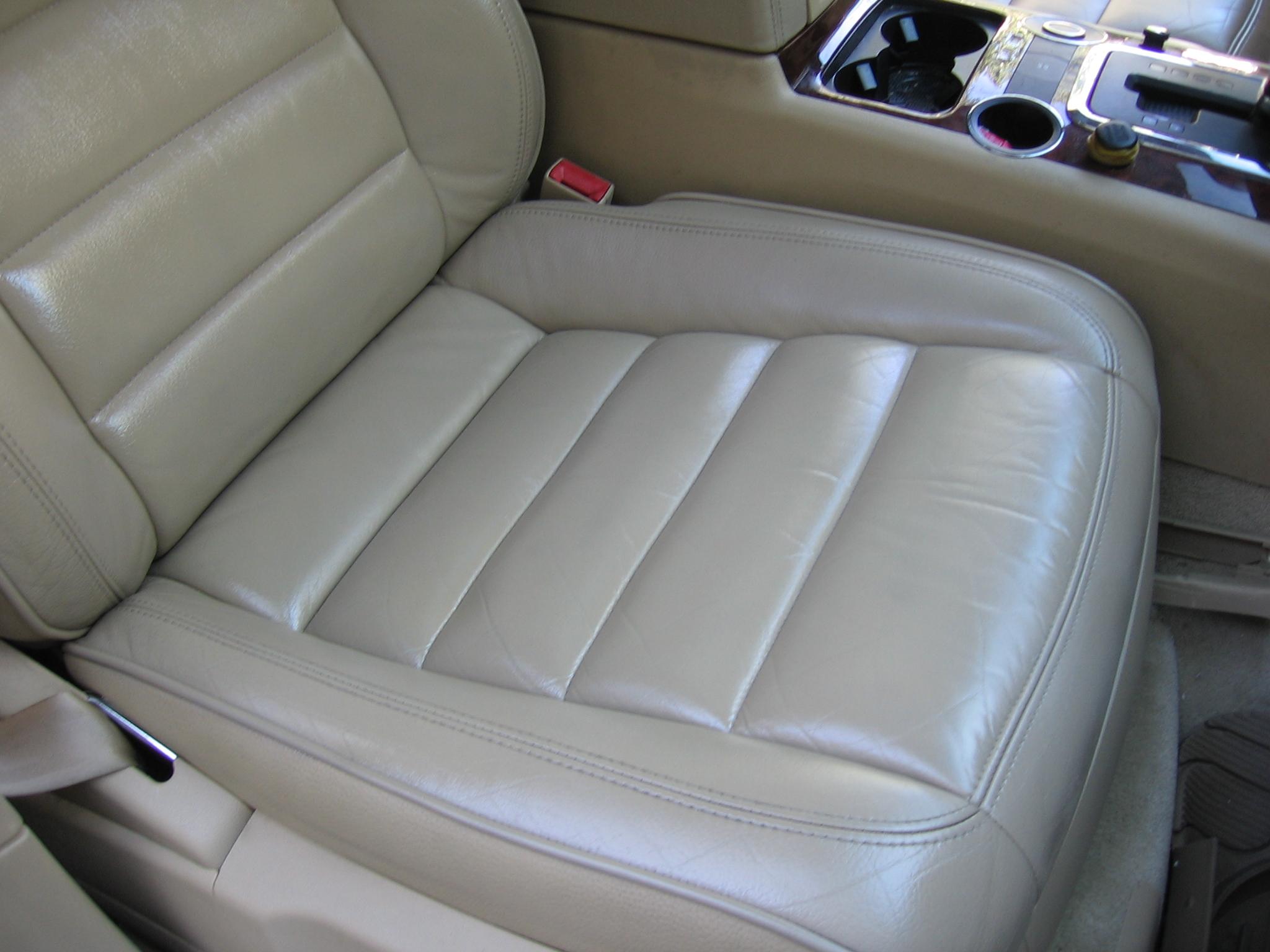 Ремонт кожаных сидений автомобиля от прожогов