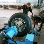 Грузовой шиномонтаж в Москве и оборудование для него